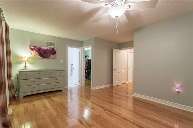 Detached at 242 Ray Snow Blvd, Newmarket, Ontario. Image 3