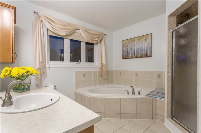 Detached at 242 Ray Snow Blvd, Newmarket, Ontario. Image 4