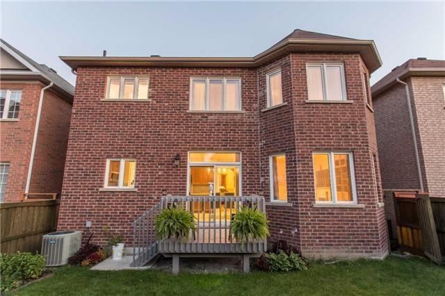 Detached at 242 Ray Snow Blvd, Newmarket, Ontario. Image 9