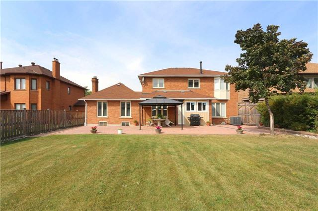 Detached at 15 Galloway Dr, Vaughan, Ontario. Image 7