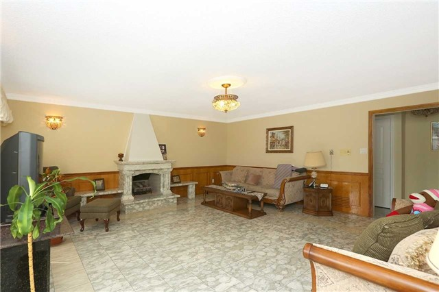 Detached at 15 Galloway Dr, Vaughan, Ontario. Image 3