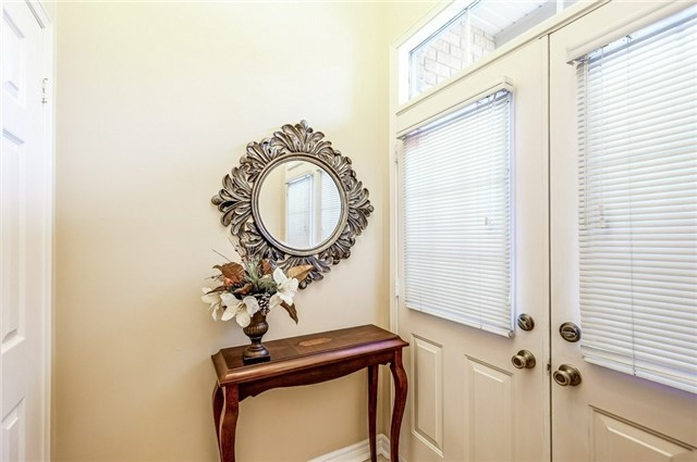 Townhouse at 102 Coburg Cres, Richmond Hill, Ontario. Image 12