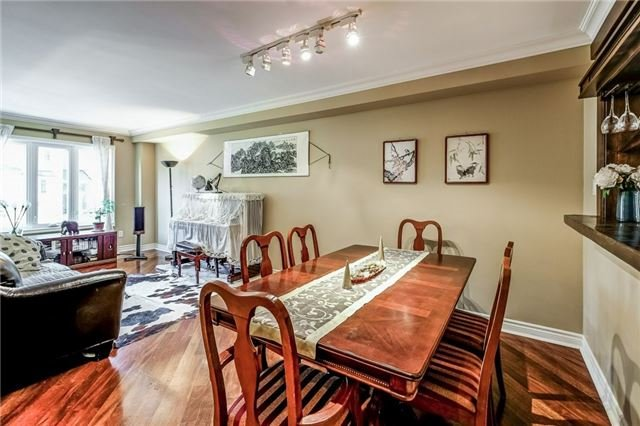 Townhouse at 102 Coburg Cres, Richmond Hill, Ontario. Image 13
