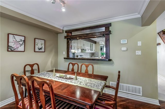 Townhouse at 102 Coburg Cres, Richmond Hill, Ontario. Image 14