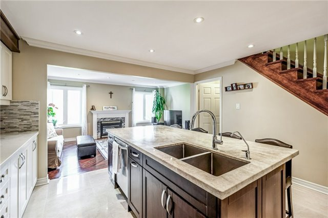 Townhouse at 102 Coburg Cres, Richmond Hill, Ontario. Image 17