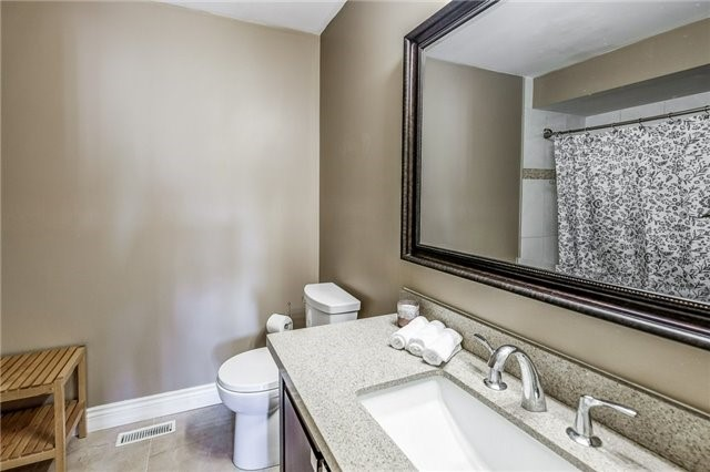 Townhouse at 102 Coburg Cres, Richmond Hill, Ontario. Image 2