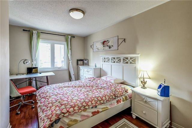 Townhouse at 102 Coburg Cres, Richmond Hill, Ontario. Image 4