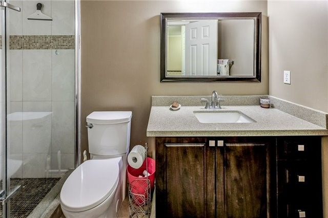 Townhouse at 102 Coburg Cres, Richmond Hill, Ontario. Image 5