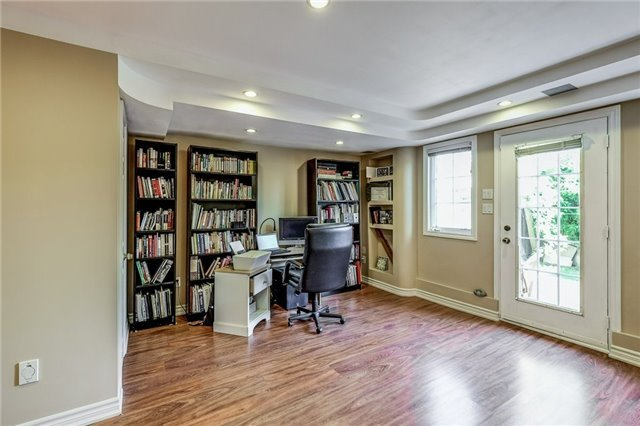 Townhouse at 102 Coburg Cres, Richmond Hill, Ontario. Image 8