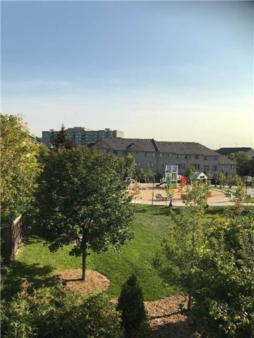 Townhouse at 102 Coburg Cres, Richmond Hill, Ontario. Image 10