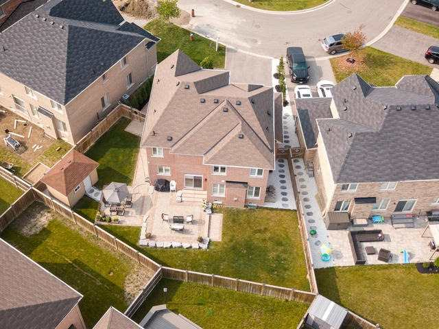 Detached at 94 Fairlee Circ, Whitchurch-Stouffville, Ontario. Image 13