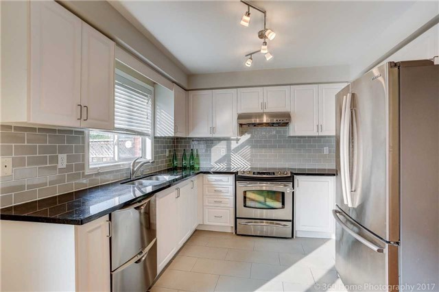 Townhouse at 7 Macgregor Ave, Richmond Hill, Ontario. Image 2