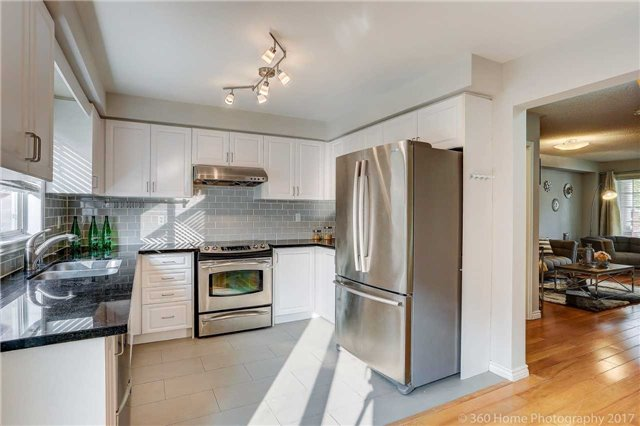 Townhouse at 7 Macgregor Ave, Richmond Hill, Ontario. Image 3