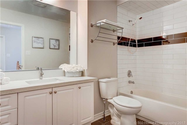 Townhouse at 7 Macgregor Ave, Richmond Hill, Ontario. Image 4