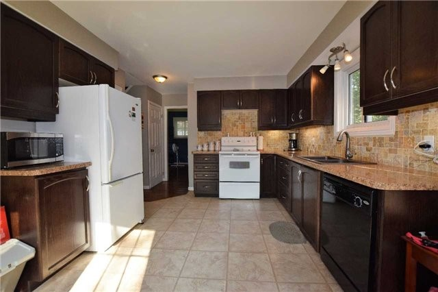 Detached at 17 Waterfront Dr, Georgina, Ontario. Image 13