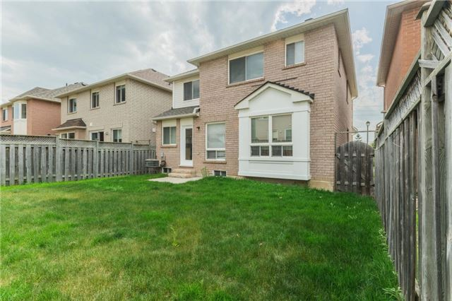 Detached at 10 Majestic Dr, Markham, Ontario. Image 12
