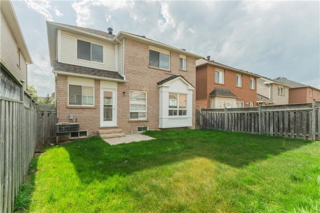 Detached at 10 Majestic Dr, Markham, Ontario. Image 13