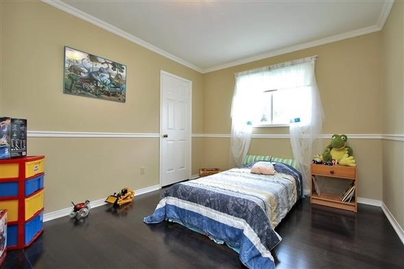 Detached at 70 Topham Cres, Richmond Hill, Ontario. Image 2