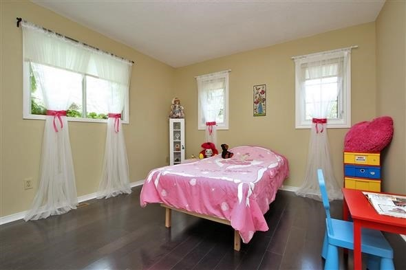 Detached at 70 Topham Cres, Richmond Hill, Ontario. Image 3