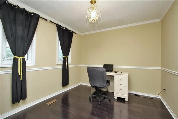 Detached at 70 Topham Cres, Richmond Hill, Ontario. Image 4