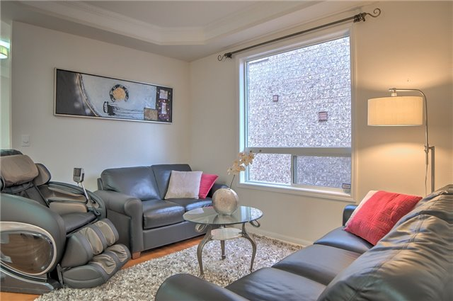 Detached at 101 Aloe Ave, Richmond Hill, Ontario. Image 7