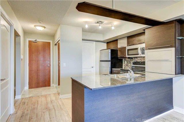 Condo Apartment at 50 Disera Dr, Unit 1209, Vaughan, Ontario. Image 14