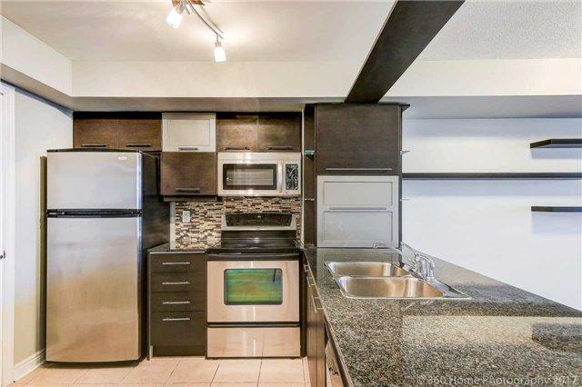 Condo Apartment at 50 Disera Dr, Unit 1209, Vaughan, Ontario. Image 15