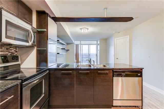 Condo Apartment at 50 Disera Dr, Unit 1209, Vaughan, Ontario. Image 17