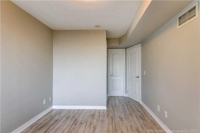 Condo Apartment at 50 Disera Dr, Unit 1209, Vaughan, Ontario. Image 3