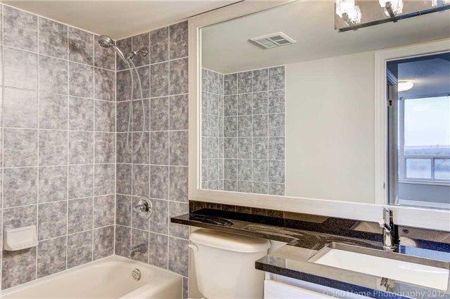 Condo Apartment at 50 Disera Dr, Unit 1209, Vaughan, Ontario. Image 5