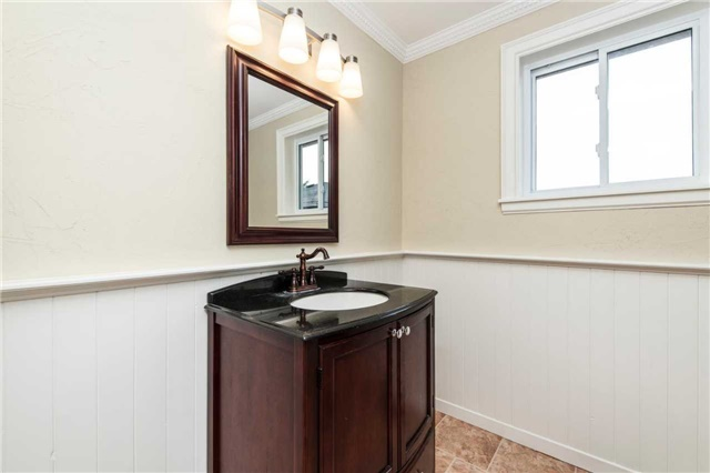 Detached at 185 Stegman Rd, East Gwillimbury, Ontario. Image 5