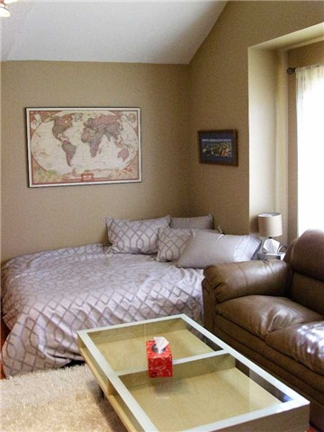 Detached at 519 Thornhill Woods Dr, Vaughan, Ontario. Image 4