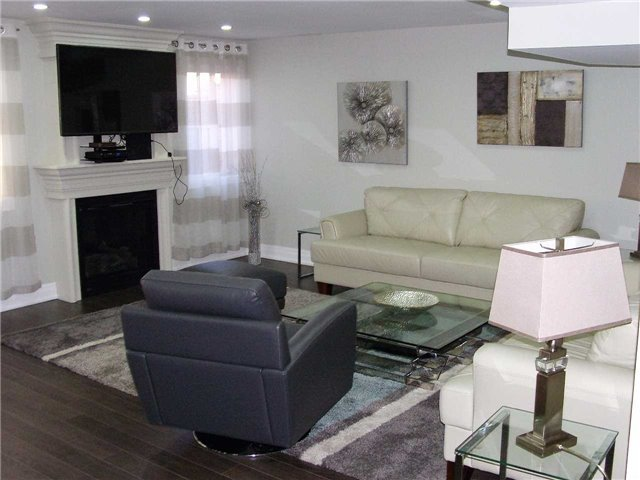 Detached at 519 Thornhill Woods Dr, Vaughan, Ontario. Image 6