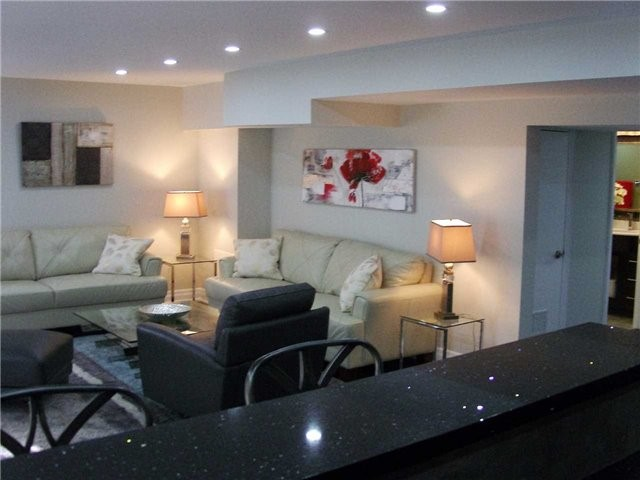 Detached at 519 Thornhill Woods Dr, Vaughan, Ontario. Image 7