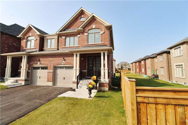Semi-detached at 602 Sweetwater Cres, Newmarket, Ontario. Image 1