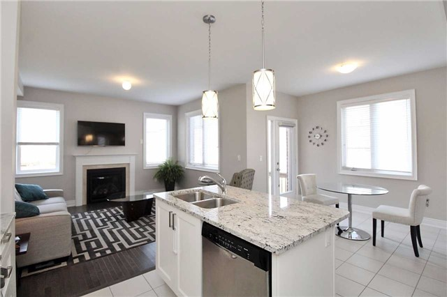Semi-detached at 602 Sweetwater Cres, Newmarket, Ontario. Image 18
