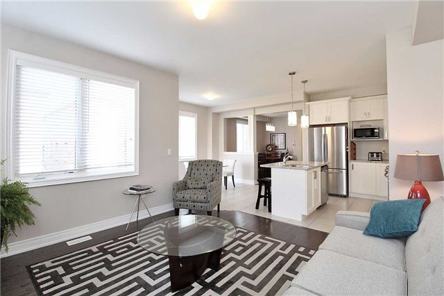 Semi-detached at 602 Sweetwater Cres, Newmarket, Ontario. Image 2