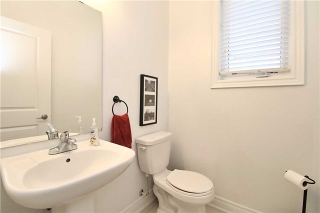 Semi-detached at 602 Sweetwater Cres, Newmarket, Ontario. Image 3