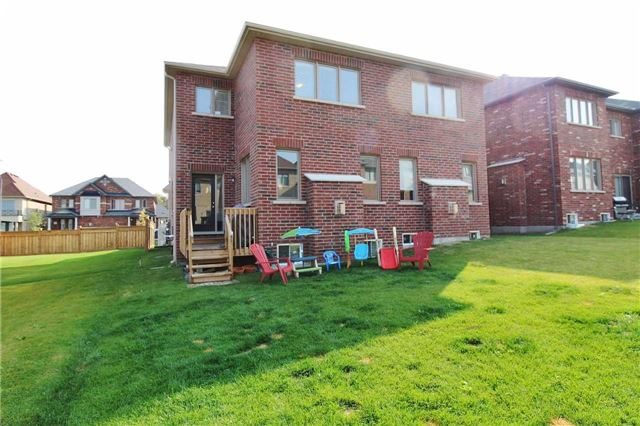 Semi-detached at 602 Sweetwater Cres, Newmarket, Ontario. Image 13