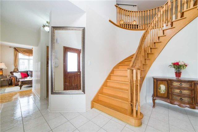 Detached at 1 Sheshi Dr, Vaughan, Ontario. Image 15