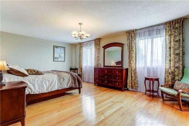 Detached at 100 Owl Ridge Dr, Richmond Hill, Ontario. Image 6