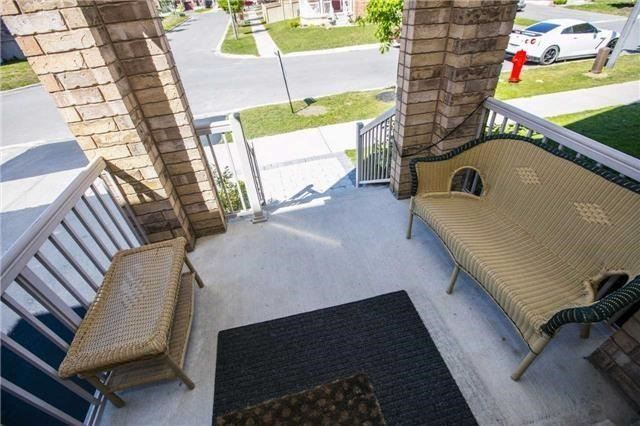 Detached at 55 Penndutch Circ, Whitchurch-Stouffville, Ontario. Image 6