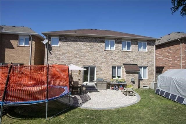 Detached at 55 Penndutch Circ, Whitchurch-Stouffville, Ontario. Image 7