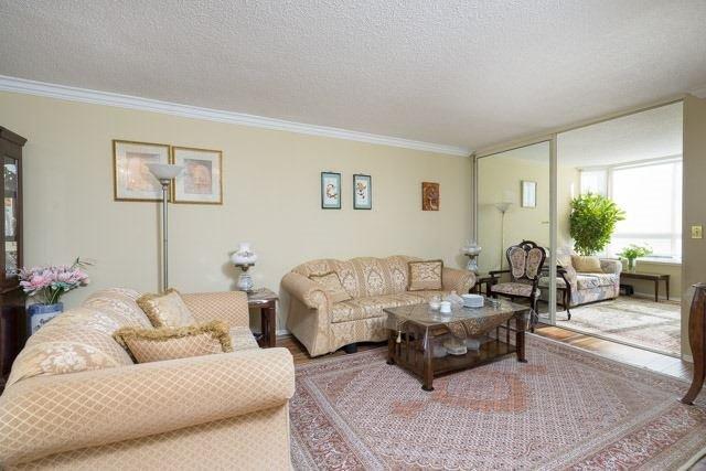 Condo Apartment at 33 Weldrick Rd E, Unit 309, Richmond Hill, Ontario. Image 14