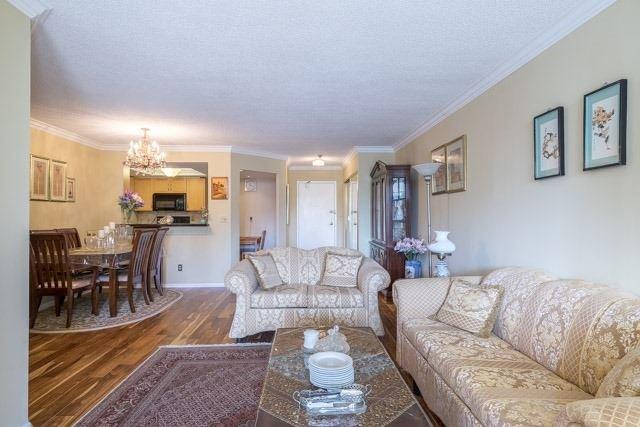 Condo Apartment at 33 Weldrick Rd E, Unit 309, Richmond Hill, Ontario. Image 15