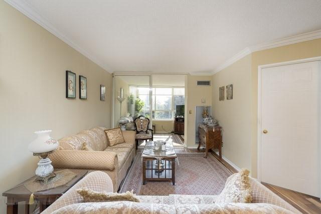Condo Apartment at 33 Weldrick Rd E, Unit 309, Richmond Hill, Ontario. Image 16