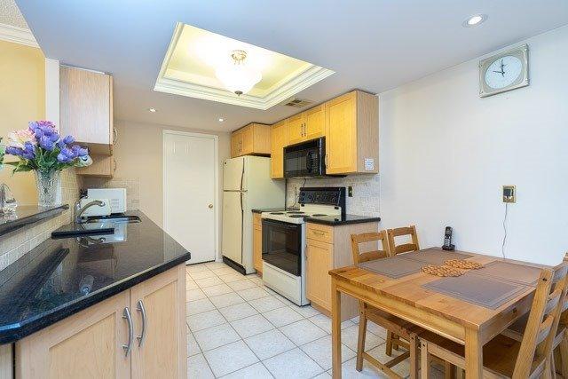 Condo Apartment at 33 Weldrick Rd E, Unit 309, Richmond Hill, Ontario. Image 20