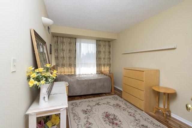 Condo Apartment at 33 Weldrick Rd E, Unit 309, Richmond Hill, Ontario. Image 3