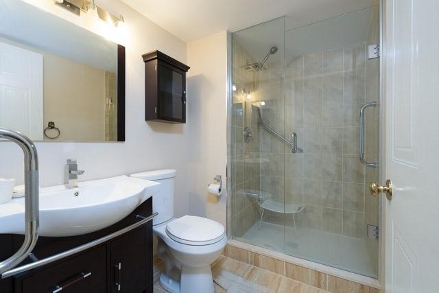 Condo Apartment at 33 Weldrick Rd E, Unit 309, Richmond Hill, Ontario. Image 4