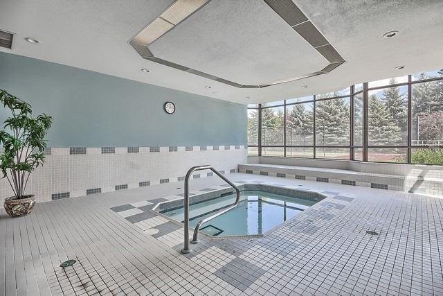 Condo Apartment at 33 Weldrick Rd E, Unit 309, Richmond Hill, Ontario. Image 9